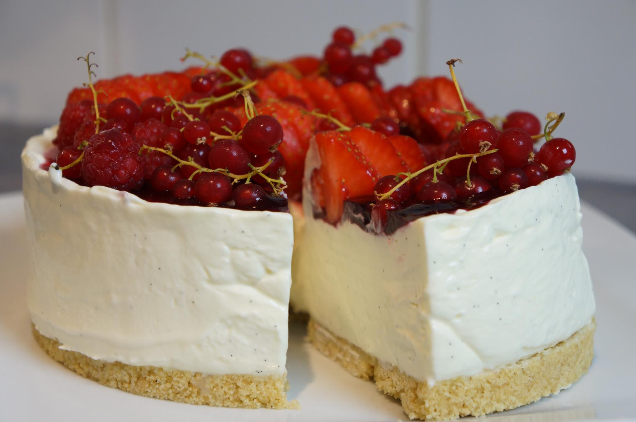 Cheesecake sans cuisson vanille fruits rouges - Gateau au mascarpone sans cuisson ...
