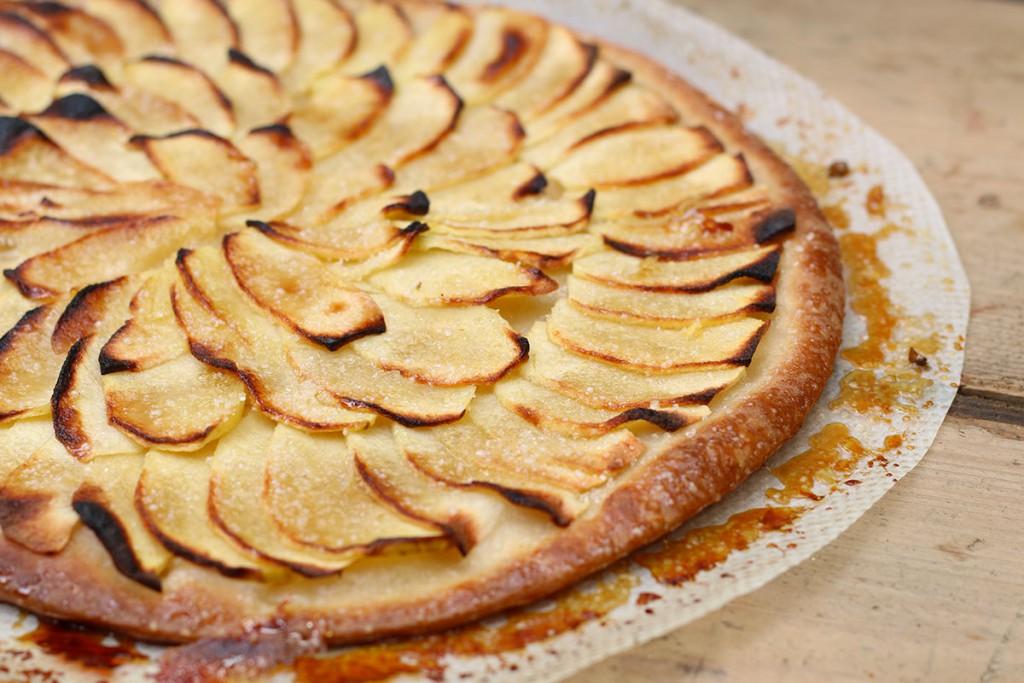 recette de la tarte fine aux pommes facile. Black Bedroom Furniture Sets. Home Design Ideas