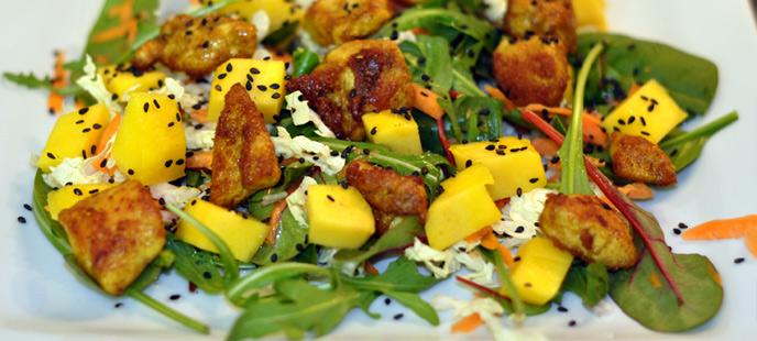 salade exotique au poulet la mangue et au curry. Black Bedroom Furniture Sets. Home Design Ideas